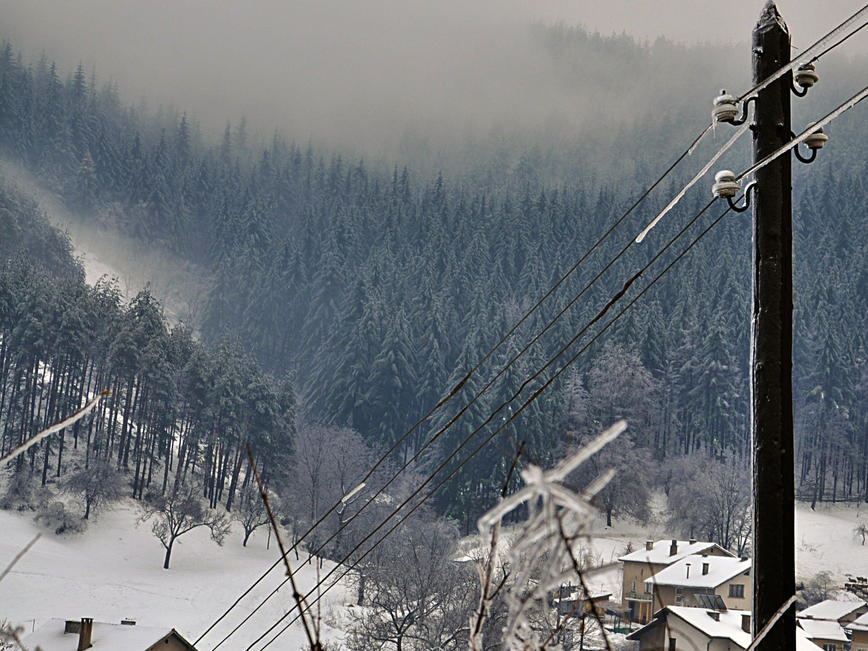 """""""Електроразпределение Юг"""" работи за възстановяване на електрозахранването в засегнатите райони"""