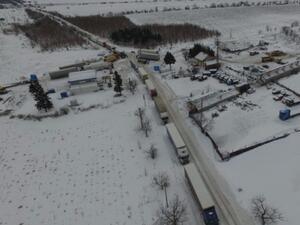 Огромна тапа от камиони на прохода на Републиката
