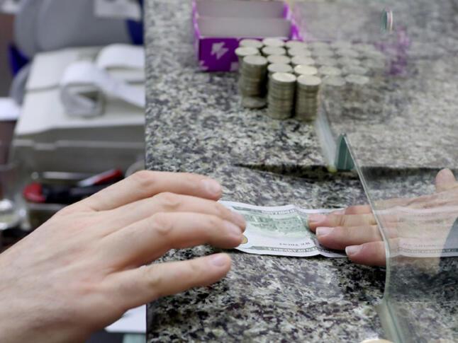 Турската валута се върна под психологическата бариера от 6,0 лири за долар