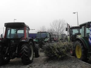 Фермерите в Гърция освобождават пътищата