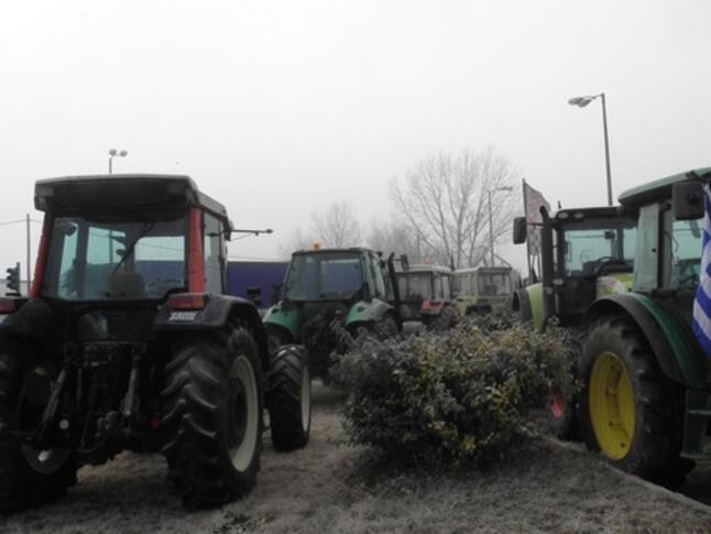 Гръцките фермери не отстъпват, готвят нови блокади