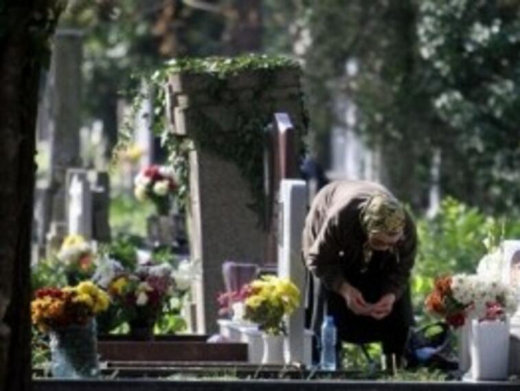 Протестиращият цветар Росен Марков има седем търговски обекта на гробищата във Варна