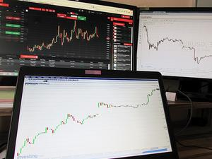Еврото и британският паунд поскъпват спрямо долара