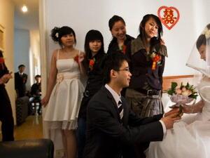 """Китайски компании предлагат застраховки """"любов"""""""