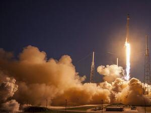 Илън Мъск обяви полет на туристи до Луната през 2018 г.