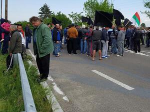 Животновъди на протест срещу министерска заповед на главен път Е-79