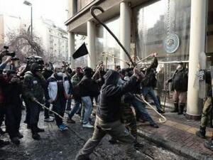 Критски селяни се биха с геги с полицията в Атина