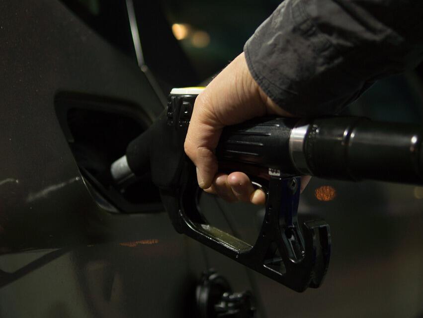 Цените на автомобилните горива в Русия бяха замразени до края на март 2019 г.