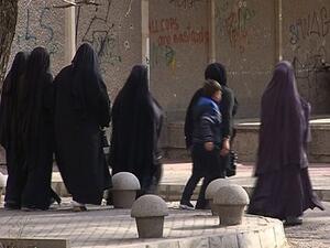 Съдът на ЕС: Работодателите могат да забраняват забулването на жени на работното място