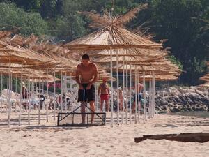 Правителството определи концесионерите на три морски плажа