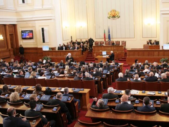 Парламентът ще ратифицира договора с Македония