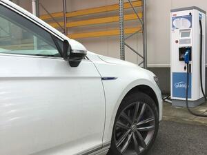 Започна инсталирането на станции за бърз заряд на електромобили