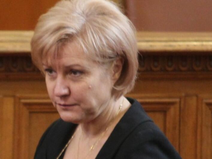 Менда Стоянова: Утежнения с екологичен коефициент ще имат стари и мощни коли