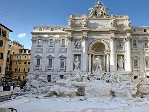 """Рим иска да забрани на туристите да спират пред фонтана """"Ди Треви"""""""