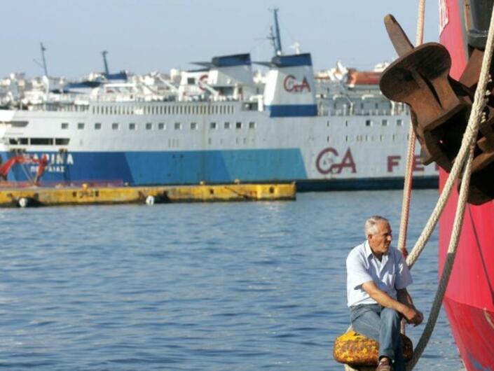 От днес изплащат коледните помощи в Гърция