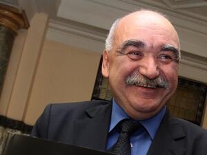 Управителят на Националната здравноосигурителна каса (НЗОК) Камен Плочев няма намерение