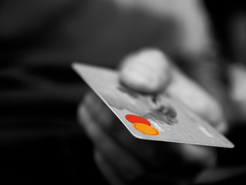 Американците имат задължения по кредитните си карти за над 1.02 трлн. долара