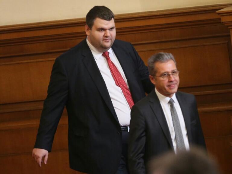 ДПС ще опита да вкара медийния закон на Пеевски за обсъждане в парламента