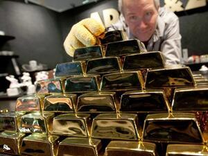 Златото поскъпва слабо