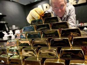 Цената на златото се повишава символично