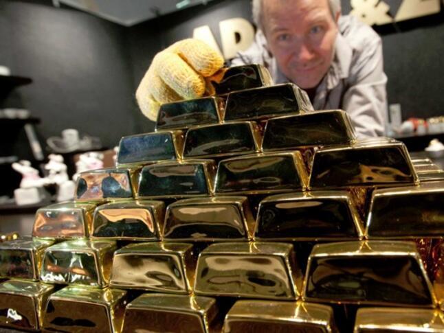 Златото поевтинява слабо