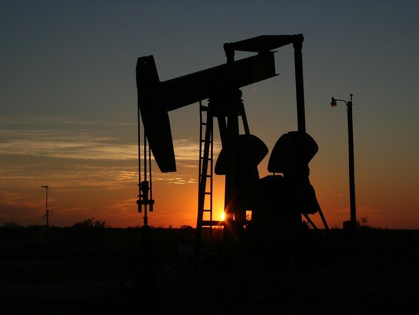 Цените на петрола продължават плавно да се понижават