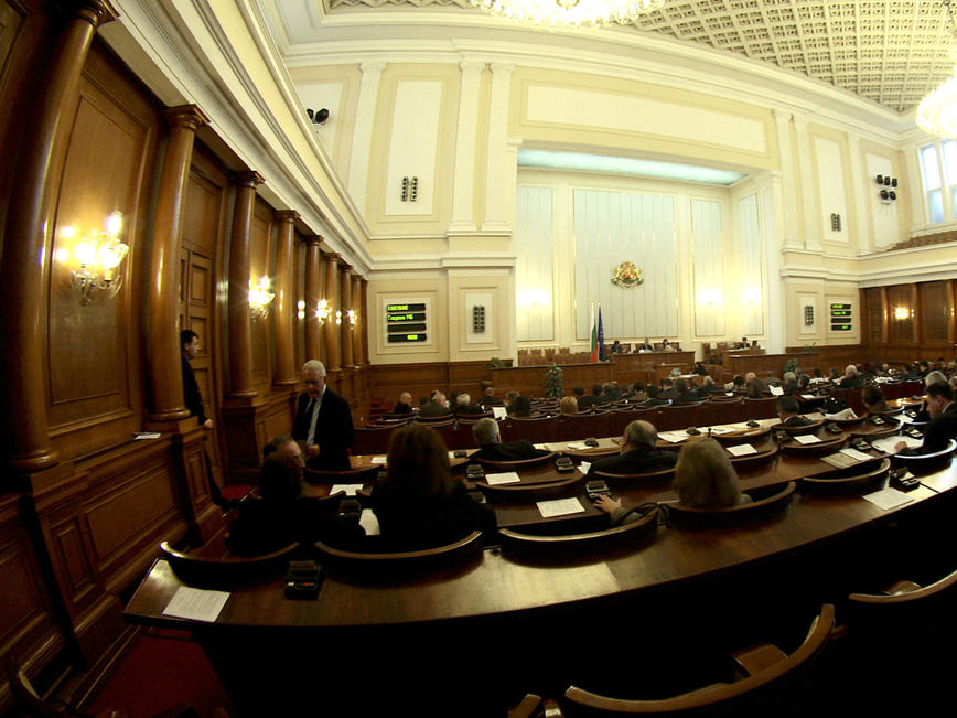 Парламентът обсъжда отлагането на дълговете за вероизповеданията