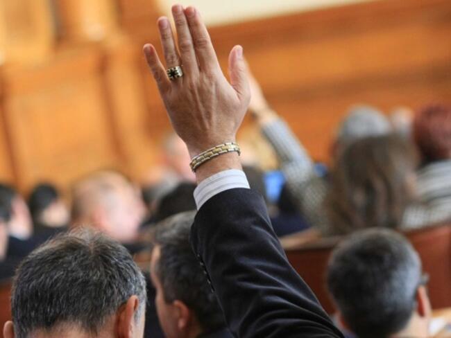 Спорът за новите изтребители влиза в пленарна зала