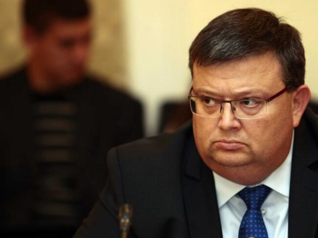 Цацаров е поканен на диалог в правната комисия