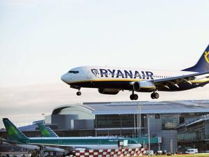 """Българи са блокирани в Берлин след отменен полет на """"Райън ер"""""""
